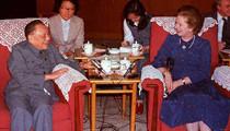 1984年与邓小平签署《中英联合声明》