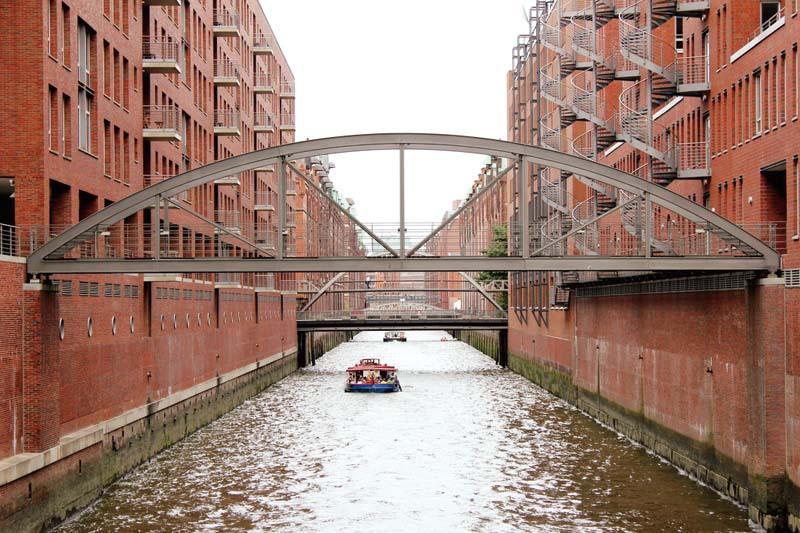 德国汉堡古老的仓库城,被改造成一座海港新城。