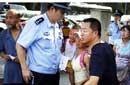 北京警方驱离日本使馆外抗议者