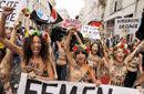 乌克兰女权组织半裸庆祝巴黎中心成立