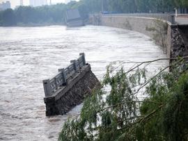 兰州垮塌堤防无钢筋 官方称能抵百年一遇洪水