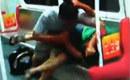 老汉为争座位地铁上撕咬男青年