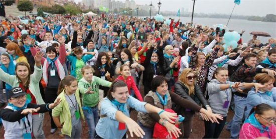 2012年9月30日,越1.5万人聚在乌克兰基辅参加集体晨练,创集体晨练人数最多纪录。