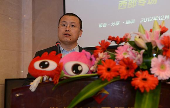主办方新浪网副总编辑邓庆旭致开幕辞。
