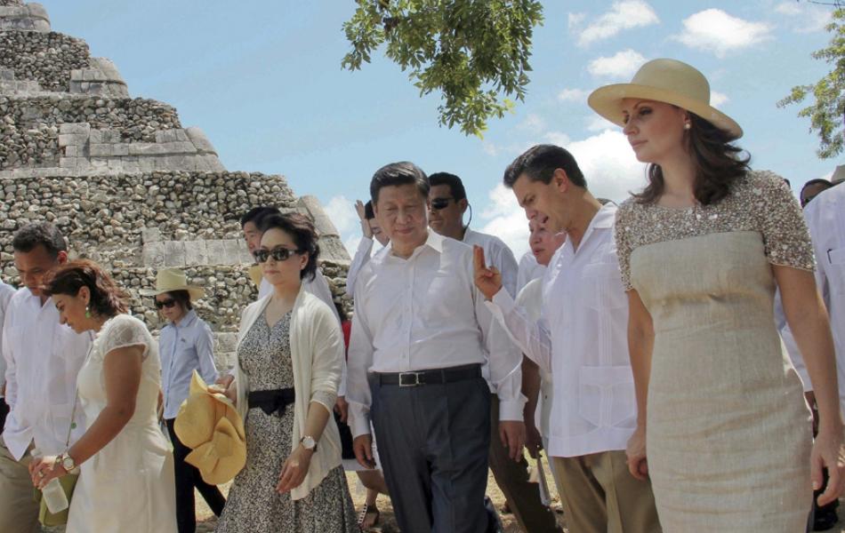 独家图片:习近平与夫人参观玛雅金字塔