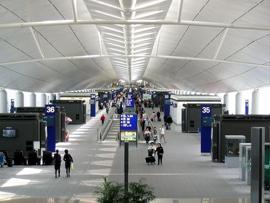 香港航班延误让你恼不起来:滞留有餐券毛毯