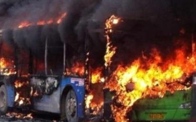 贵阳1辆公交车发生燃烧 据称车上约有50名乘客