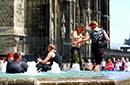科隆大教堂前的洗澡盆
