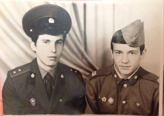 安德烈和战友维克多在阿富汗时的合影