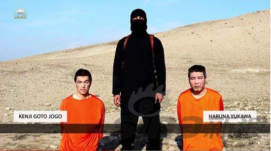 汤川遥菜(右)与日本自由记者后藤健二成为IS的人质,IS在20日下午威胁杀害他们。