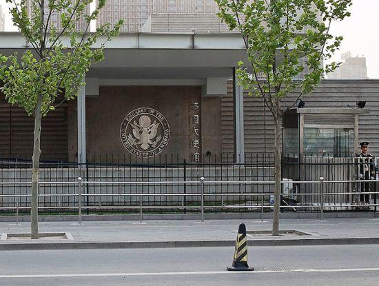 美国大使馆签证中心入口处