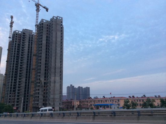 """如今的东滩村,已成""""东滩社区"""",被周围的房地产项目包围。"""