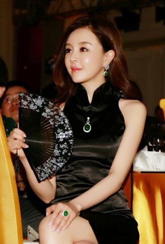 据百度百科,尚华又名尚玟熹,1983年12月23日生于山东,中国影视演员、歌手、模特。