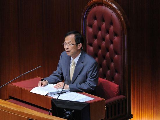 香港立法会开始审议政改方案 最晚周五表决|香