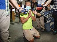 台湾粉尘爆炸乐园活动负责人下跪致歉(图)