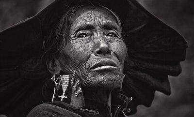 大凉山的彝族母亲