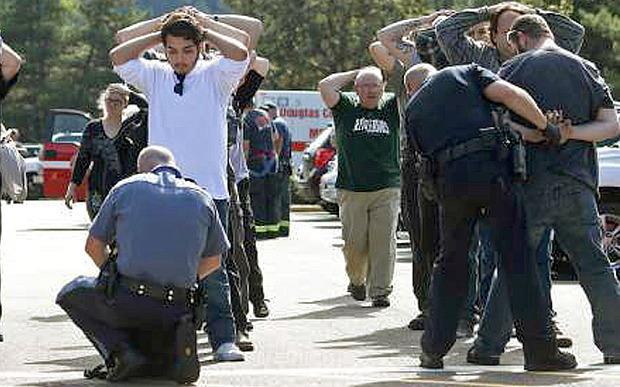 美国发生校园枪击事件数十人死伤 枪手已被击毙