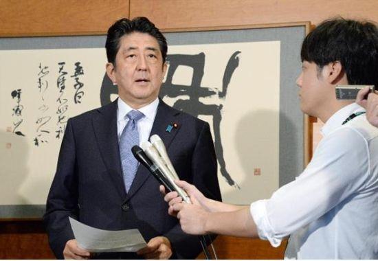 安倍:日本政府将接受天皇生前退位个人意愿