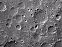 嫦娥一号首张月面图像