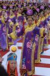 图文:起点处的满族舞蹈表演