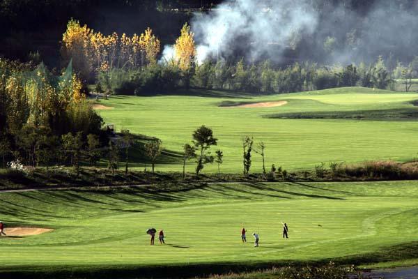 图文:丽江古城高尔夫球场