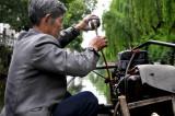 图文:许多渔民驾驶机挂渔船