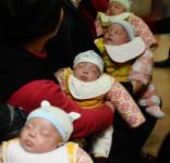 图文:四胞胎均为男孩 诞生后身体健康