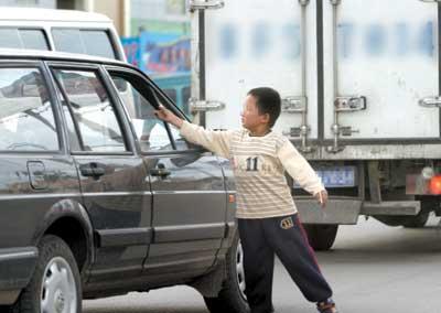 北京划定53处交通整治路段车道乞讨最高罚10元