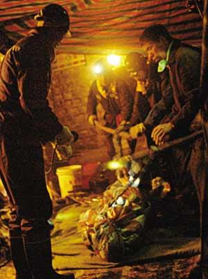 山西洪洞百余人死亡矿难33名责任人被控制
