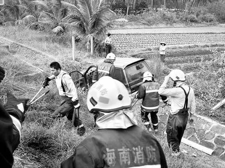 海文高速小汽车交通事故致1死8伤(图)