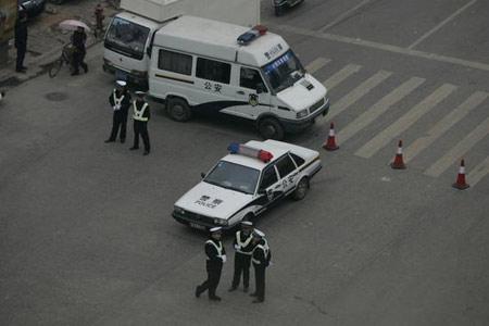 湖南浏阳中巴车发生爆炸2死11伤