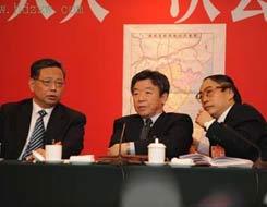 福建代表团继续审议政府工作报告