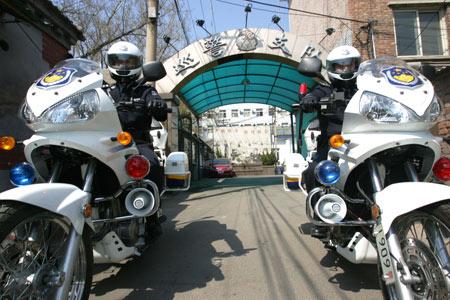大排量警用摩托车上岗 驾驶员身高超178cm(图