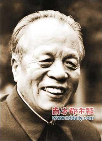 广东原省委书记任仲夷墓前鲜花被盗
