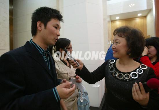 父亲简谱刘和刚-关注孤寡老人 关爱天下父母 公益慈善活动启动 2