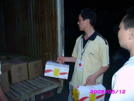 伊利向灾区捐款100万元第一批救援物资已送达