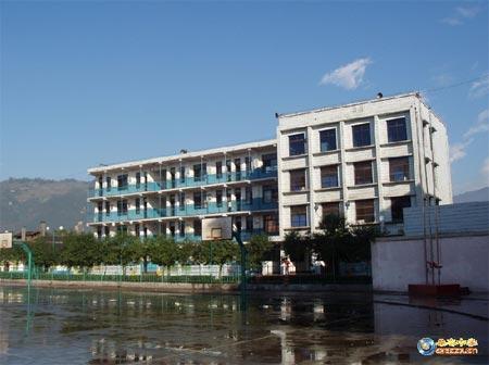 中学校长加固教学楼使2300余师生震后无一伤亡