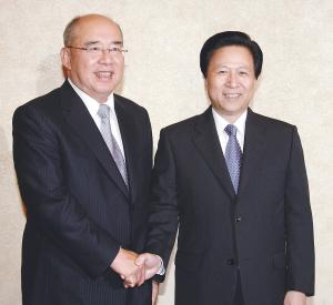 吴伯雄一行会见江苏省委书记(图)
