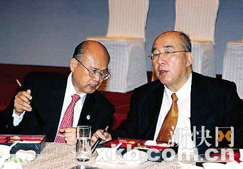 吴伯雄在上海以吃盒饭方式宴请台商(图)