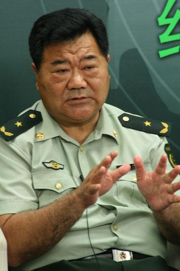 公安边防少将:25名医疗警花冒死穿越生死隧道