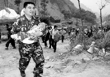 陈光标是第一个到达灾区直接参与救援的企业家