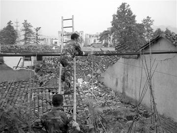 地震中的无名英雄:就是死也要死在岗位上
