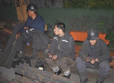 山西长治煤矿发生透水事故13人被困