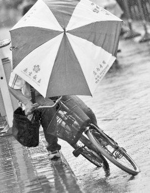 台风凤凰致江苏邳州高邮遭龙卷风袭击5人死亡