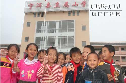 云南宁洱地震灾区孩子如期搬入新教室(图)