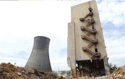 成都华能电厂废弃厂房今日爆破拆除