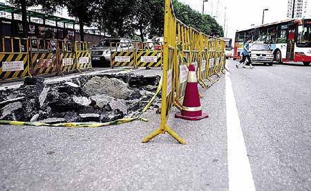 广州海珠区路面发生18平方米塌陷(图)
