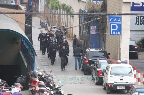昆明家乐福劫持人质歹徒被警方击毙(图)