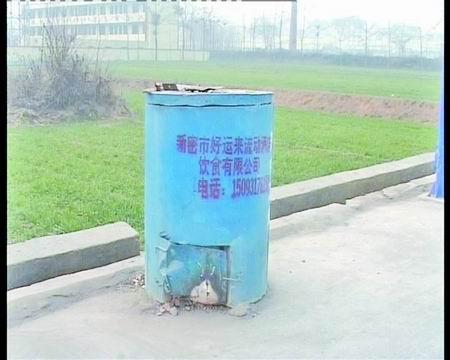 酒店广告喷上垃圾桶