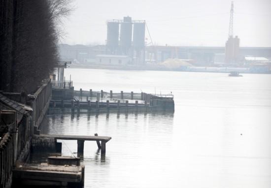 江苏盐城化工厂污染自来水数十万人饮水受影响